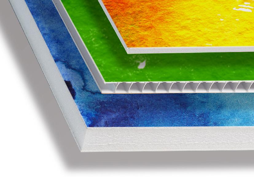 La stampa dei pannelli è realizzata con accoppiamento di vinile, è quindi possibile avere una perfetta finitura lucida o opaca oltre ad aggiungere una eventuale plastificazione protettiva.<br> In questa sezione trovi molti tipi di pannelli stampabili, idonei a varie esigenze sia per interni che per esterni.<br> La stampa, realizzata con inchiostri latex, è resistente alla luce e all'acqua per almeno due anni all'esterno senza alcuna protezione aggiuntiva. <br> Nelle varie sottocategorie trovi i tipi di pannelli raggruppati per tipologia con una serie di formati ottimizzati per offrire il miglior prezzo, in alternativa puoi scegliere <i>misure personalizzate </i> inserendo le misure che ti servono, il sistema di prventivazione dei pannelli provvederà a guidarti nel caso le dimensione dei pannelli stampati dovesse superare la massima consentita.