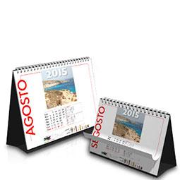 Classici calendari da scrivania a cavallotto, disponibili formati verticali ed orizzontali, spirali argento, bianche o nere.  ;Cavallotto in cartoncino Nero da 500g, su richiesta disponibile cartoncino bianco.