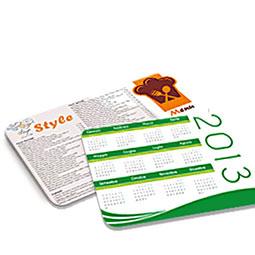 Realizzate in pvc con superficie antisdrucciolo. Le tovagliette personalizzate sono lavabili ed adatte a realizzare menù,  pubblicità da tavolo o tappetini da banco pubblicitari.