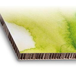 Stampa con inchiostri ecologici su cartone alveolare o cartone a nido d'ape. Il cartone alveolare, noto anche come reboard è un materiale ottenuto da riciclo e riciclabile.