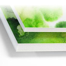 Stampa digitale su pannelli Laminil Bio Originale con anima interna in espanso biodegradabile rivestita da due fogli di cartoncino, in spessori da 3, 5 e 10mm. Il Laminil è un materiale estremamente leggero, versatile, facilmente sagomabile, il Laminil è adatto per realizzare pannelli e piccoli totem in ambienti interni.