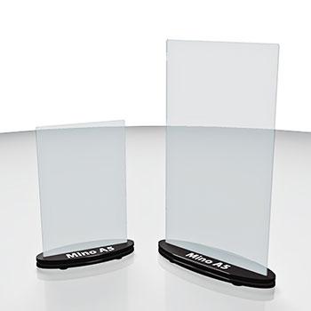 Mini totem porta avvisi da tavolo. Disponibile per stampati  in misure standard A5 e A4. Consente la visione della stampa inserita su entrambe le facciate. Può essere personalizzato con stampa di logo o altro sia sulle parti trasparenti sia sulla base.