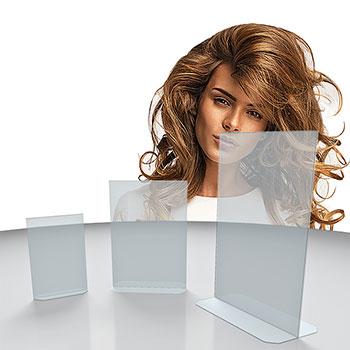 Porta avvisi bifacciale semplice ed economico in PS trasparente. Ideale per esporre volantini, cartoncini menù, prezzi anche su due lati in vetrine, tavoli e banconi.