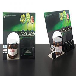 Cartello da banco personalizzato, realizzato in cartone microonda stampato e plastificato. Base di appoggio e sagomatura interna per inserire il prodotto.