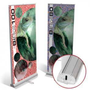 Espositori Rollup Bifacciale L'espositore roll up bifacciale economico, scegli tra due misure disponibili e realizza online il preventivo di stampa per il tuo roll up che potrai ricevere rapidamente.