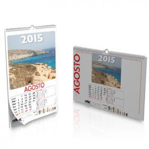 Realizza qui il preventivo di stampa dei tuoi calendari aziendali, potrai scegliere tra diversi formati e colori di spirali con gancetto per appendere a parete il calendario.